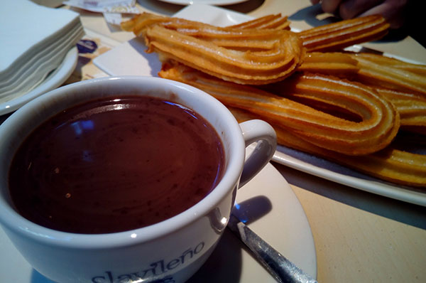platos tipicos de madrid: churros y chocolate