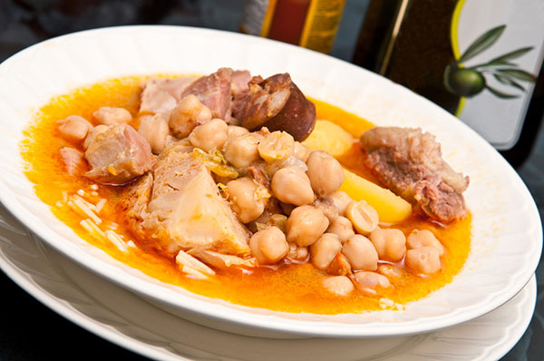 platos tipicos de Madrid: cocido madrileño